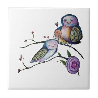 Azulejo De Cerámica Búho de la madre y del bebé en una rama de árbol