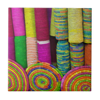 Azulejo De Cerámica Cestas coloridas en el mercado