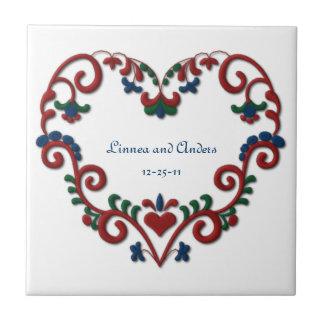 Azulejo De Cerámica Corazón de encargo del escandinavo del aniversario