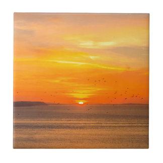 Azulejo De Cerámica Costa de la puesta del sol con Sun anaranjado y