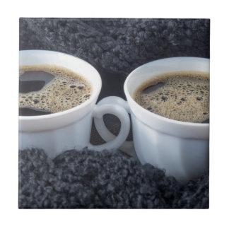 Azulejo De Cerámica Dos tazas blancas con café sólo y espuma