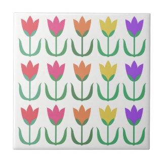 Azulejo De Cerámica Fila colorida de los tulipanes de la primavera del