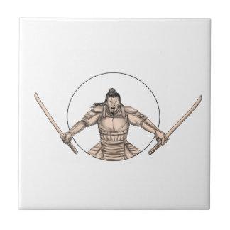 Azulejo De Cerámica Guerrero del samurai que maneja el tatuaje de dos