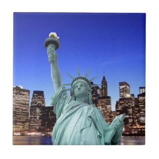 Azulejo De Cerámica Horizonte de Manhattan y la estatua de la libertad