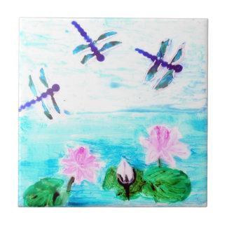 Azulejo De Cerámica La libélula, lirio florece la pintura de la charca