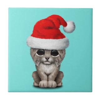 Azulejo De Cerámica Lince lindo Cub que lleva un gorra de Santa