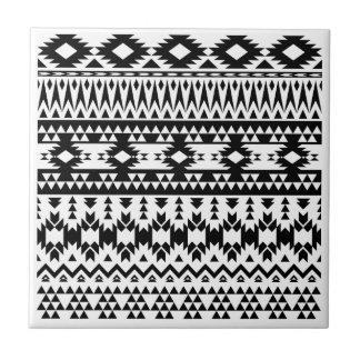 Azulejo De Cerámica Modelo geométrico azteca blanco y negro del vector