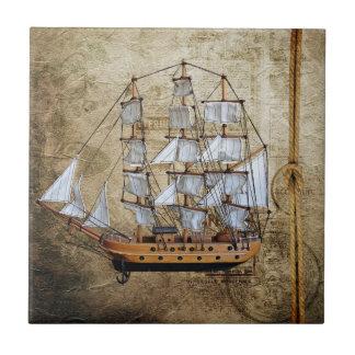 Azulejo De Cerámica Nave diseñada vintage con el nudo de la cuerda