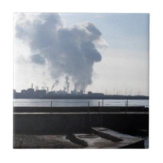 Azulejo De Cerámica Paisaje industrial a lo largo de la costa