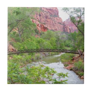 Azulejo De Cerámica Pasarela a través del río de la Virgen