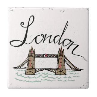 Azulejo De Cerámica Puente indicado con letras de Londres de la mano