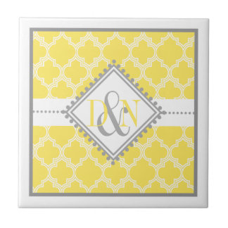 Azulejo De Cerámica Recuerdo amarillo, blanco del boda del monograma