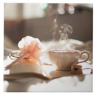 Azulejo De Cerámica Tiempo del té con un buen libro
