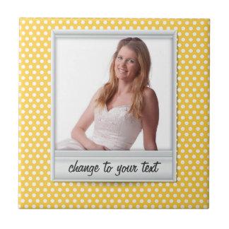 Azulejo en el polkadot amarillo blanco y soleado