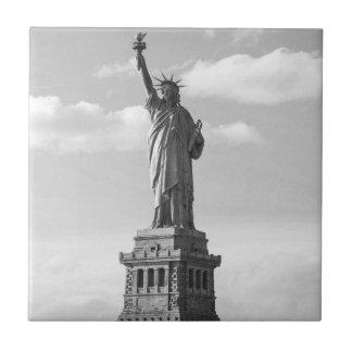 Azulejo Estatua de la libertad blanco y negro