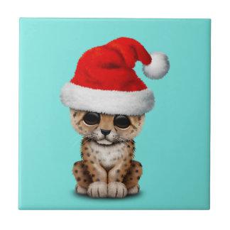 Azulejo Leopardo lindo Cub que lleva un gorra de Santa