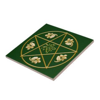 Azulejo Pentagram del oro, con el roble y el acebo -