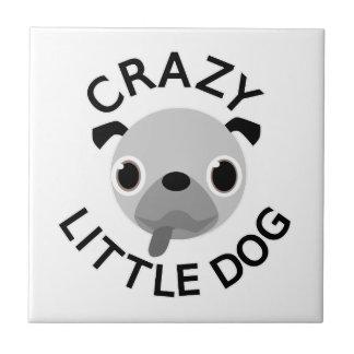 Azulejo Perro loco del barro amasado pequeño