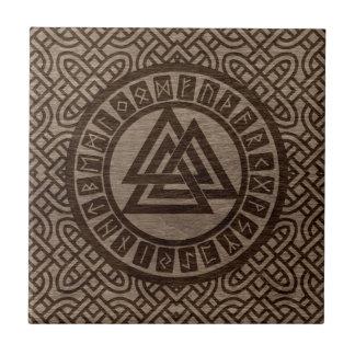 Azulejo Símbolo y runas de Valknut en modelo céltico en la