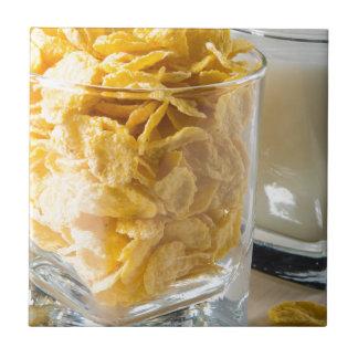 Azulejo Vidrio de cereal seco y un vidrio de leche