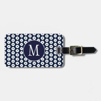 Azules marinos con los puntos y el monograma etiqueta para maletas