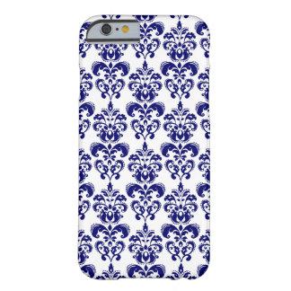 Azules marinos, modelo blanco 2 del damasco del funda de iPhone 6 barely there