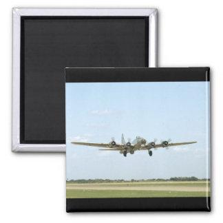 B17, aterrizando. (avión; aviones de b17_WWII Imán