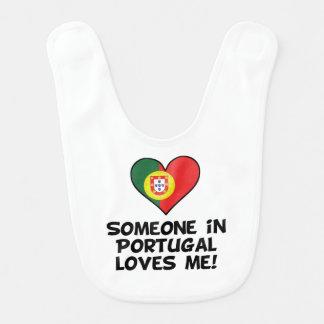 Babero Alguien en Portugal me ama