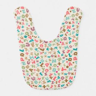 Babero colorido del bebé del alfabeto