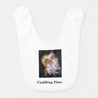 Babero gatos de abrazo