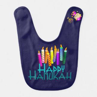 Babero Hanukah colorido mira al trasluz al bebé