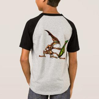Baden de alinea a personas que practica surf de la camiseta
