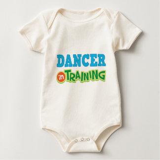 Bailarín en el entrenamiento (futuro) body para bebé