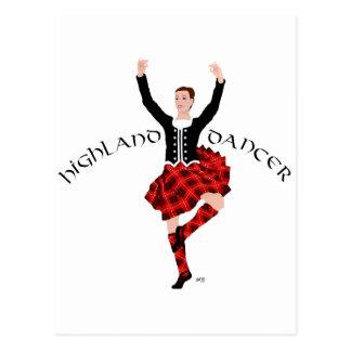 Bailarín escocés de la montaña rojo y negro postal