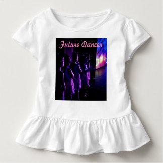 Bailarín futuro que espera en la camisa de la