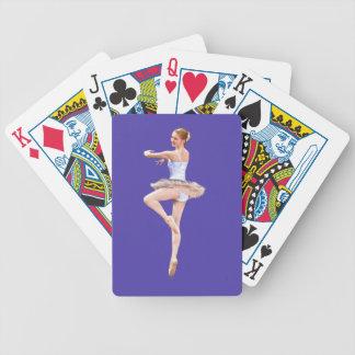 Bailarina en naipes púrpuras y blancos barajas de cartas