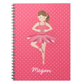 Bailarina triguena en lunares rosados libros de apuntes