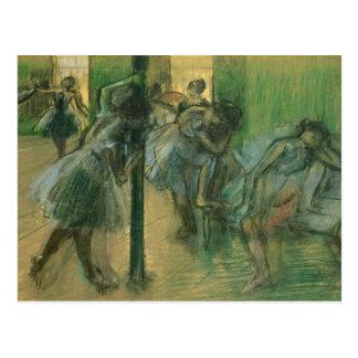 Bailarines que ensayan pastel postales