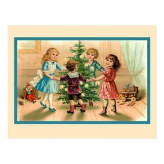 Baile alrededor del árbol de navidad postal