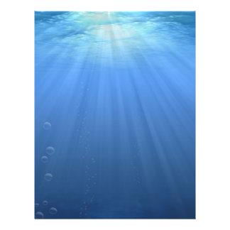 Bajo la superficie del mar folleto 21,6 x 28 cm