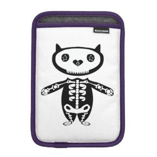 bajo protección por el esqueleto todopoderoso del funda para iPad mini