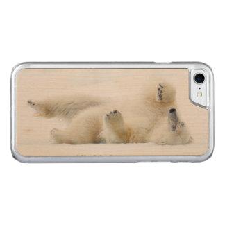 Balanceo del oso polar en la nieve, Noruega Funda Para iPhone 8/7 De Carved