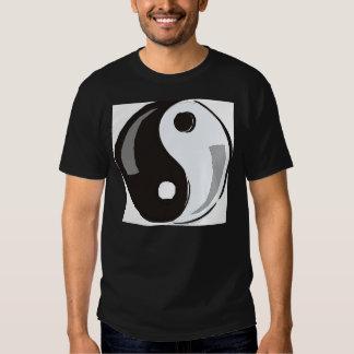 Balanza de Yin Yang él grande Camiseta