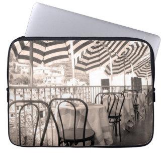 Balcón pintoresco del restaurante, Italia Funda Para Ordenador