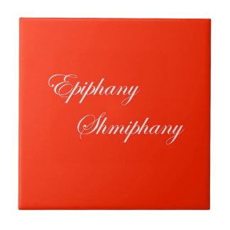 Baldosa cerámica roja y blanca de la epifanía
