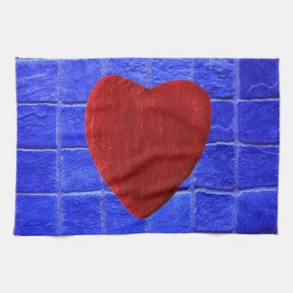 Baldosas azules fondo con corazón paño de cocina