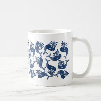 Ballenas azules estilizadas taza de café