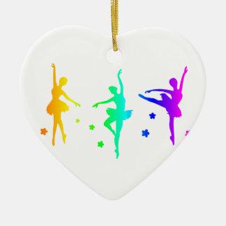 Ballet del arco iris adorno navideño de cerámica en forma de corazón