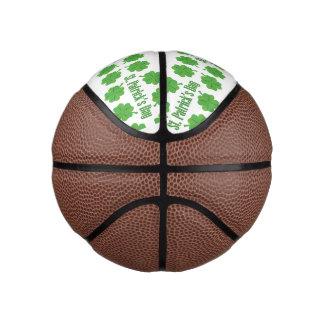 Balón De Baloncesto El día de St Patrick con el trébol