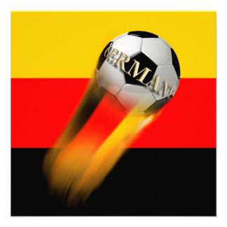 Balón de fútbol el flamear Alemania en bandera